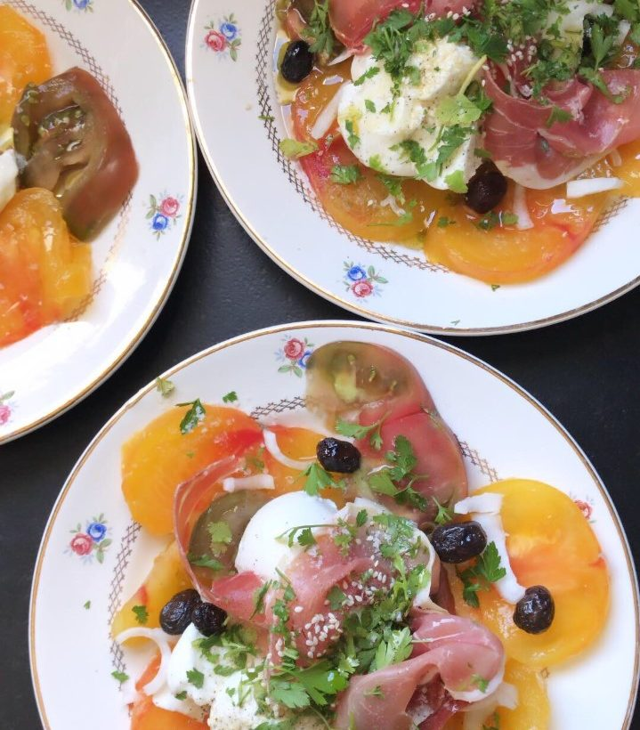 Salade tomates – mozza – jambon cru