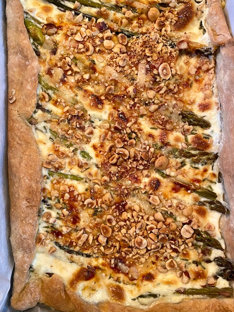 Tarte aux asperges vertes & noisettes